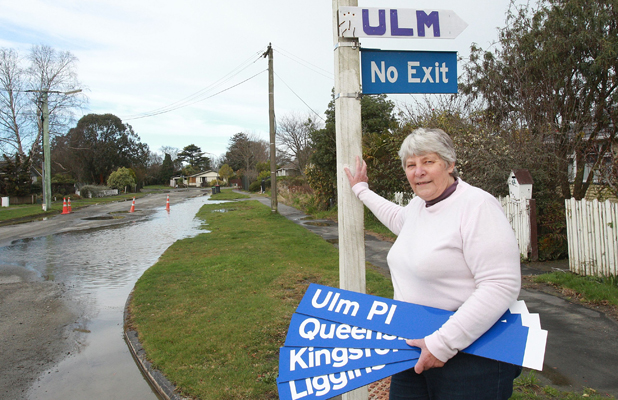 SOUVENIRS: Deryn Tregurtha makes signs for red-zone residents to keep as mementoes.