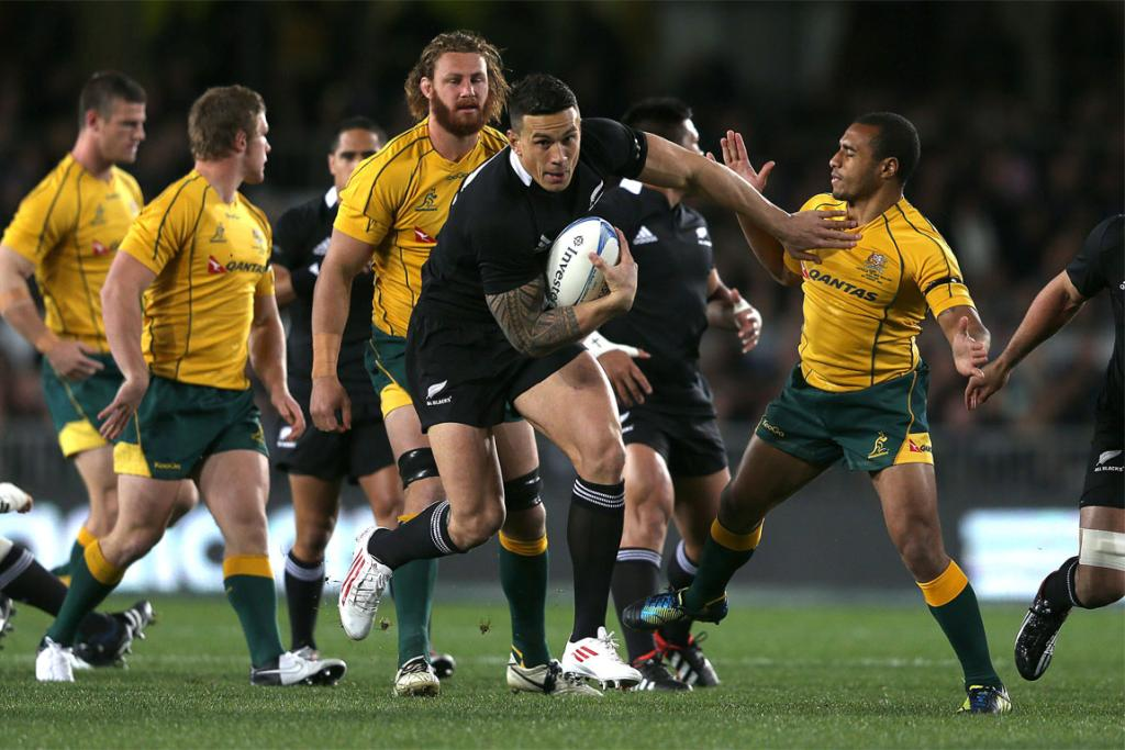 Sonny Bill Williams makes a bust for the All Blacks.