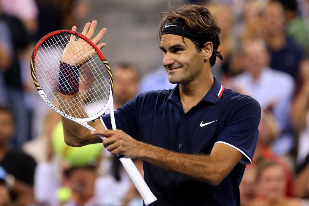 Roger Federer thanks the crowd after winning his second round match.