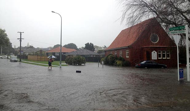 Auckland suburbs flood as rain hits for 3 kitchener road takapuna