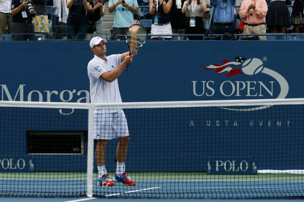 Andy Roddick waves goodbye to the Flushing Meadow crowd after his final professional match.