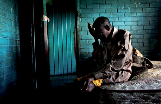 AWARD WINNING SHOT: 76-year-old Nyatwa who use to shovel coal in a sugar refinery but no longer can work due to illness.