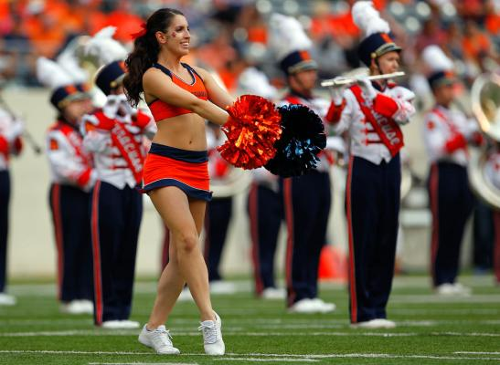 Syracuse cheerleader