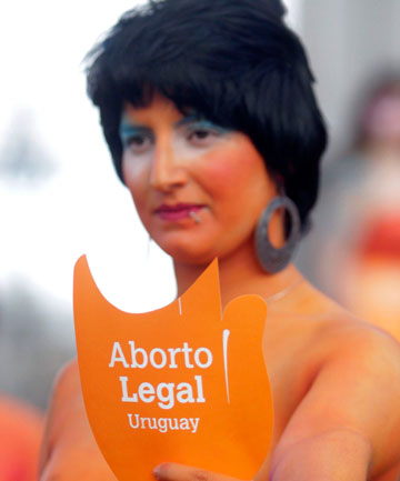 an examination of the two sides of the argument of abortion Abortion access: all sides of the issue  a note and two links to other web sites: the following hyperlinks are not necessarily still active today.