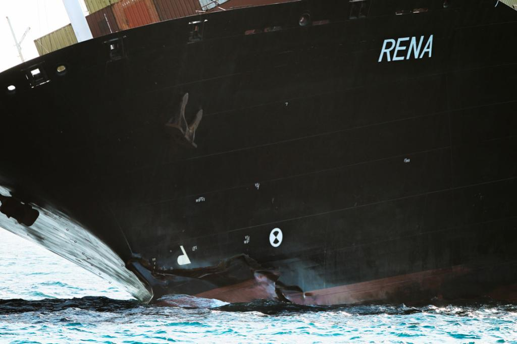 A photo from Bruce Mercer's portfolio on the Rena disaster in Bay of Plenty.