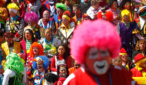 NO PLACE FOR COULROPHOBIA: Hundreds of Clowns met in Mexico City.