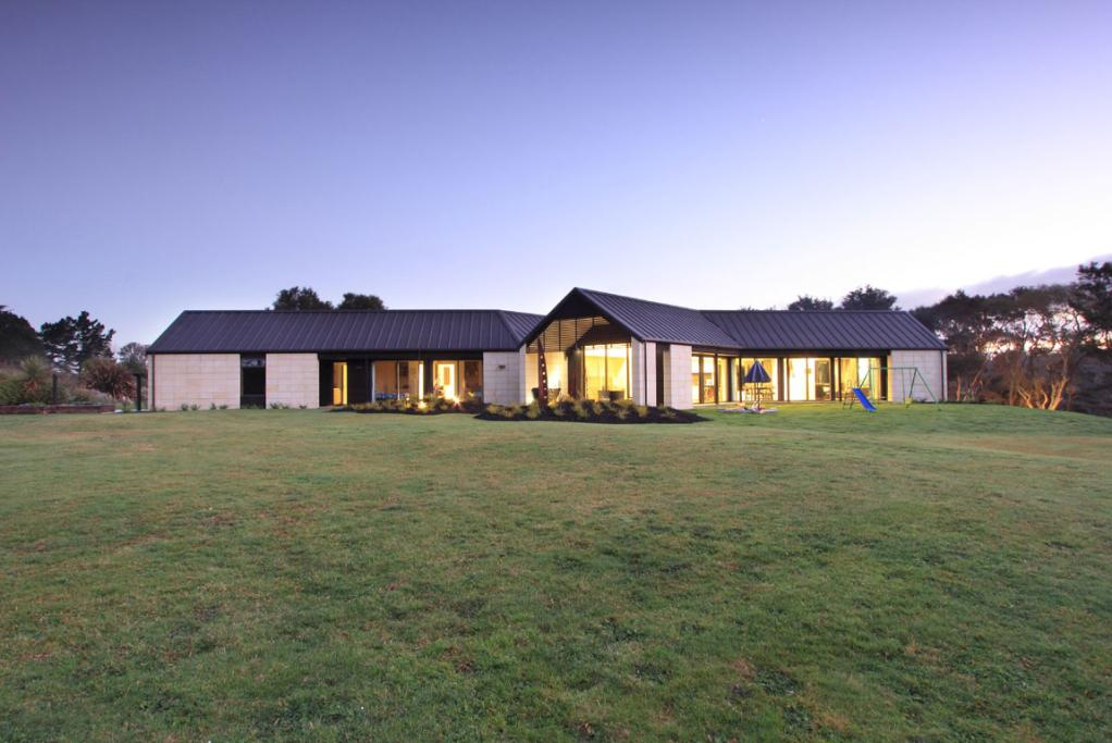 Housing Award. Te Awa Lane residence, Tamahere, Hamilton. Edwards White Architects.