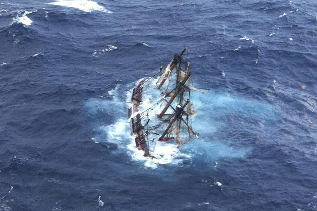 The Bounty replica is submerged off the US's East Coast.