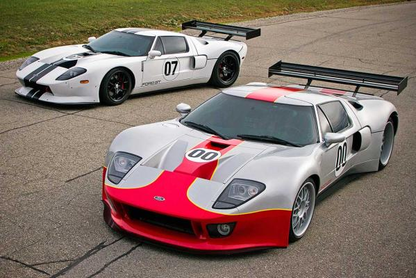 Prototypes of the Ford GT3-S (white) and GT1-S (silver).