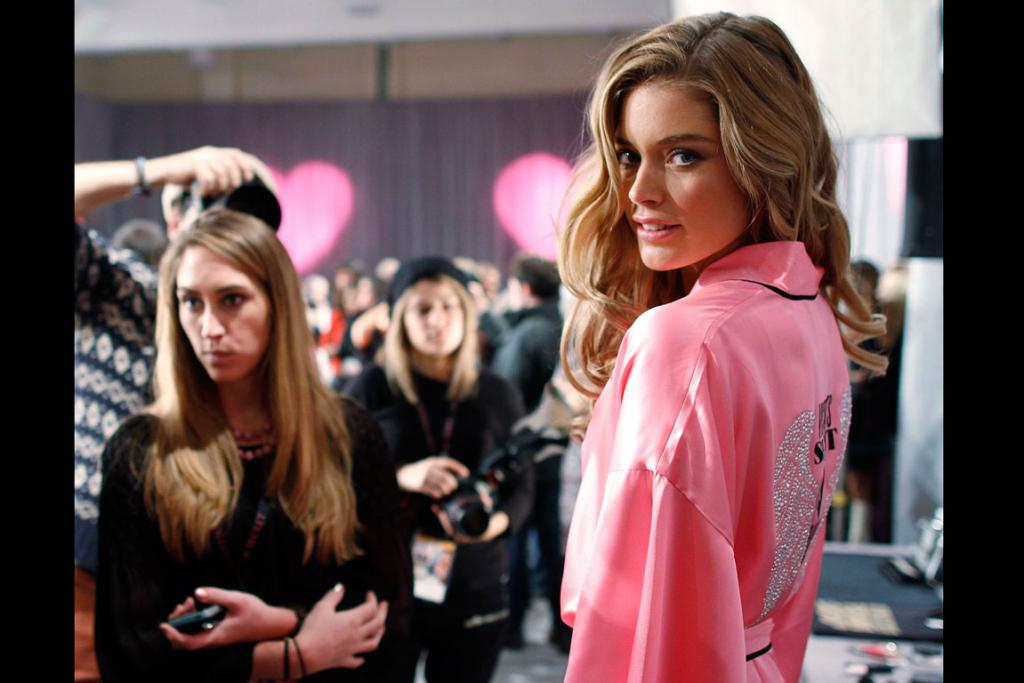 Supermodel Doutzen Kroes poses for photographers backstage.