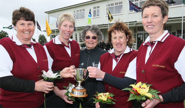 VICTORY SMILES: International Golf Federation women's chairman Patsy Hankins, centre, with the winning Southland team of Fiona Murray, left, Kerry Mariu, Robyn Pullar and Robyn Boniface.
