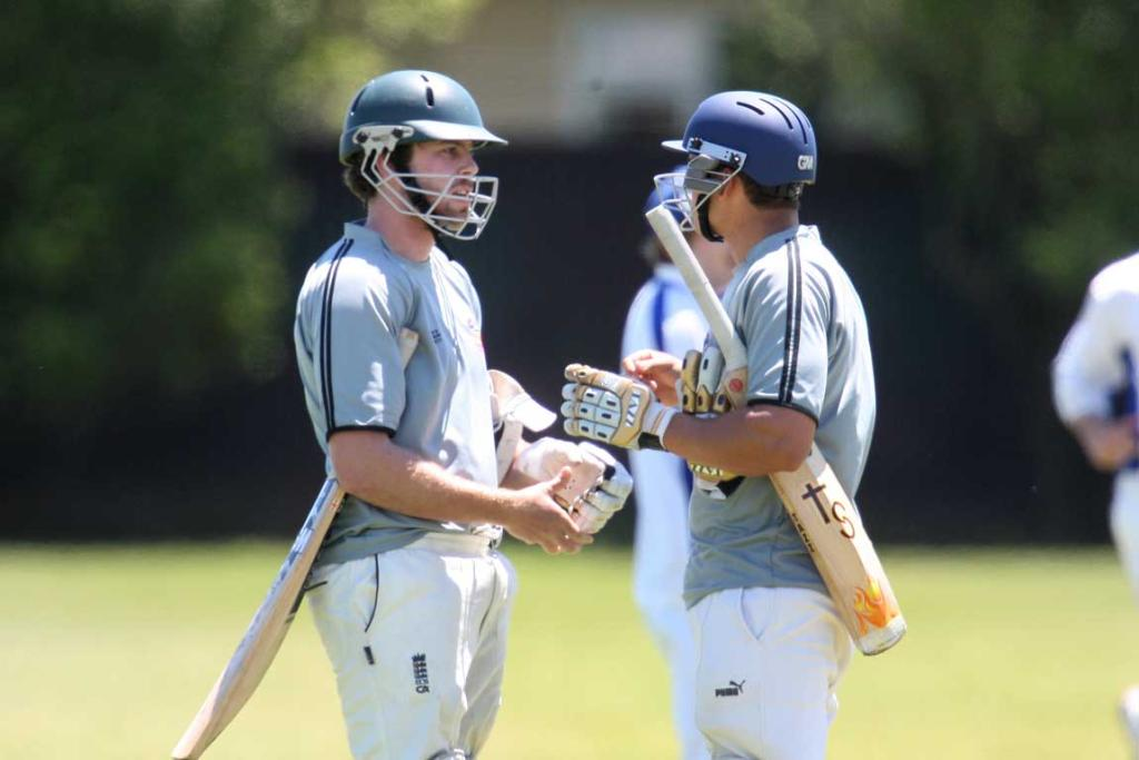 Manukau batsman Anthony Niterl(left) & Ashwin Herwels in a mid-wicket conference.