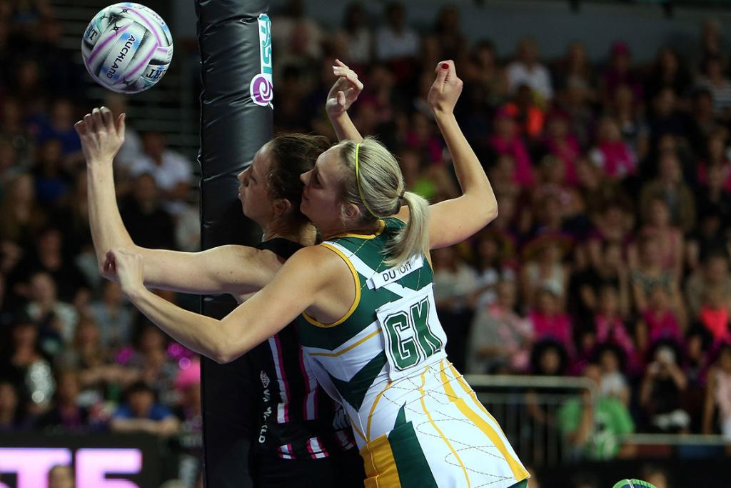 Bailey Mes and South Africa's Vanes-Mari du Toit in action during match between the Fast5 Ferns and South Africa at the Fast5 Netball World Series at Vector Arena.