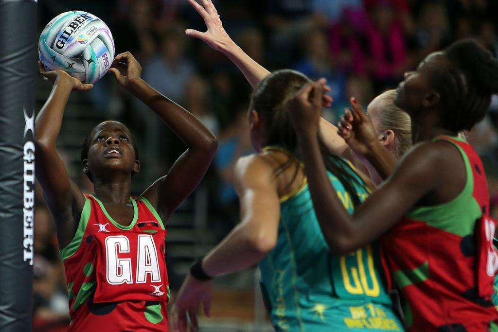 Malawi's Sindi Simtowe in action during the match between Malawi and Australia at the Fast5 Netball World Series at Vector Arena.