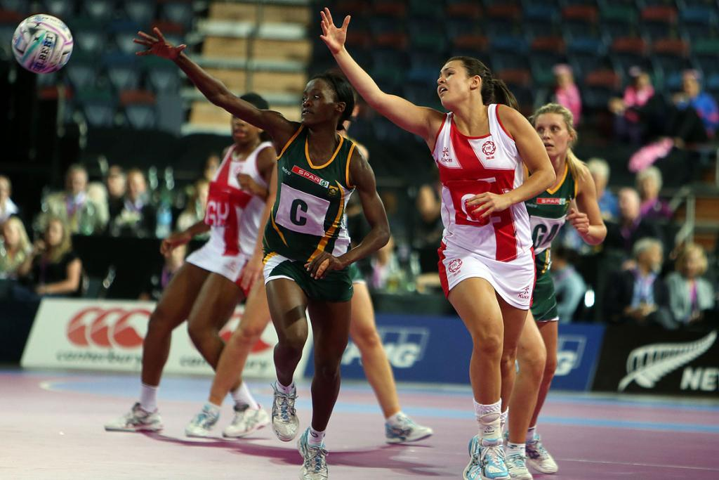 South Africa's Bongiwe Msomi and England's Yasmin Parsons in action during the match between Jamaica and the Fast5 Ferns at the Fast5 Netball World Series at Vector Arena.