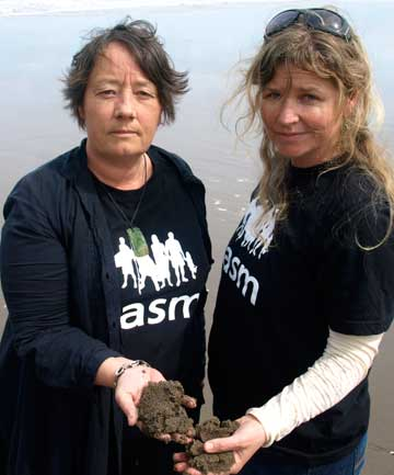 IRON WILL: Cindy Baxter and Sara Carbery are mobilising Piha residents to get out and oppose under sea mining.