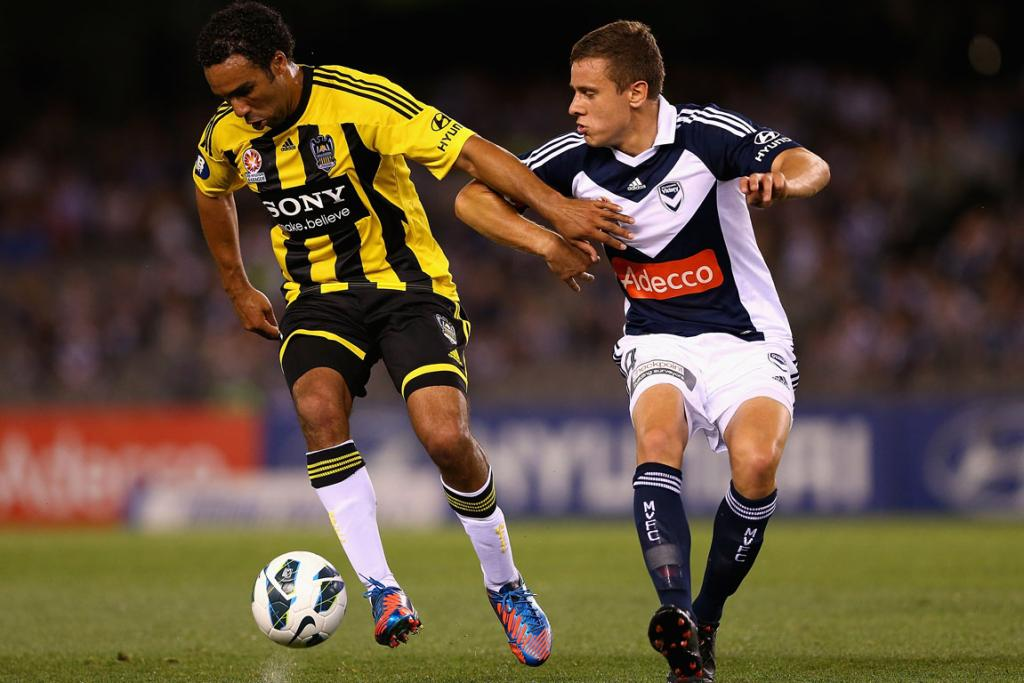 Paul Ifill battles for possession with Diogo Ferreira of the Melbourne Victory.