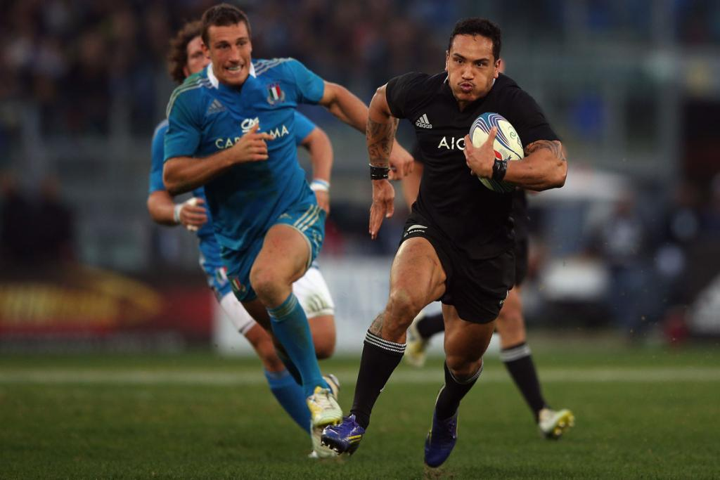 Hosea Gear on the charge for the All Blacks.