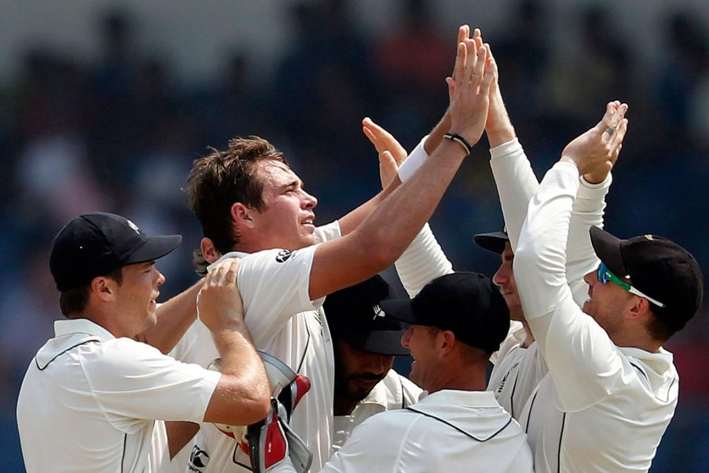 New Zealand's Tim Southee celebrates with teammates after taking the wicket of Sri Lanka's Thilan Samaraweera.