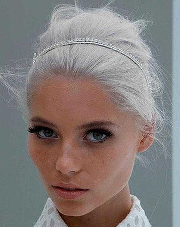 If you're wanting to go for a simple, slightly messy up-do, a jewelled headband can give you a sparkly lift.