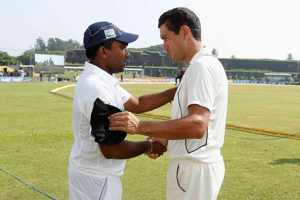 Sri Lanka's captain Mahela Jayawardene shakes hands with New Zealand's captain Ross Taylor after winning their first test cricket match against New Zealand in Galle.