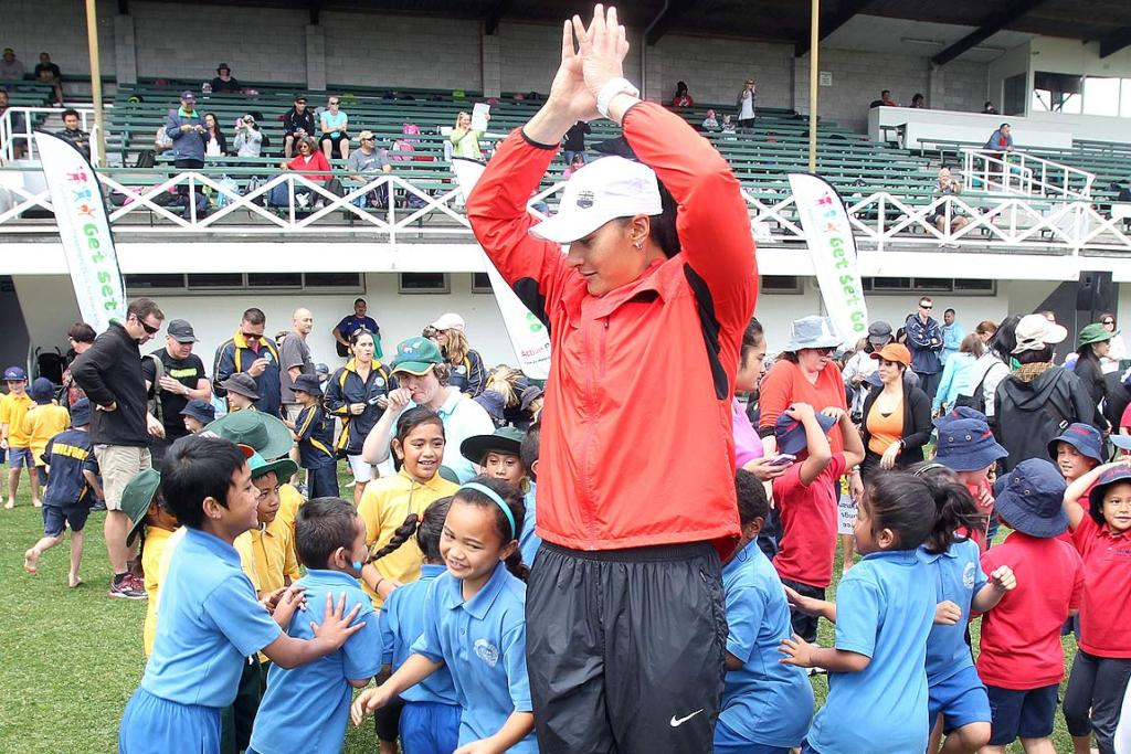 Valerie Adams meets kids at Eden Park