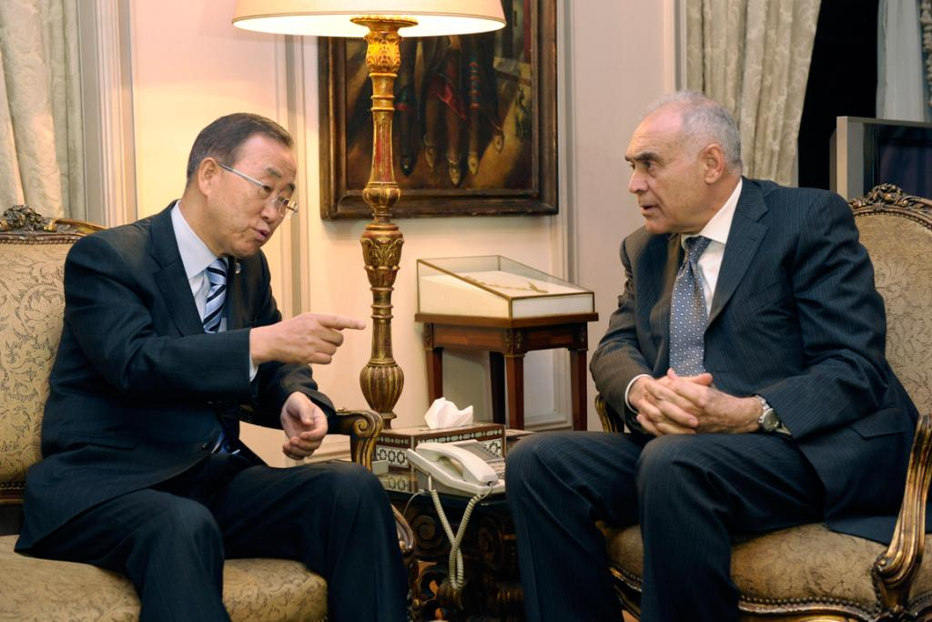 UN Secretary-General Ban Ki-moon (L) meets with Egyptian Foreign Minister Mohammed Kamel Amr in Cairo. Ban is in the region to help talks on the Gaza conflict.