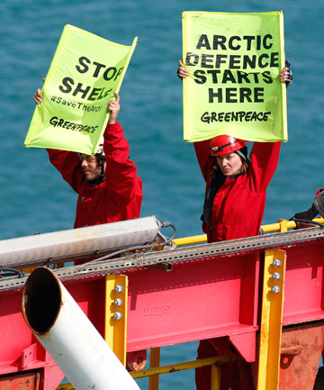 Greenpeace protesters on the Noble Discoverer.