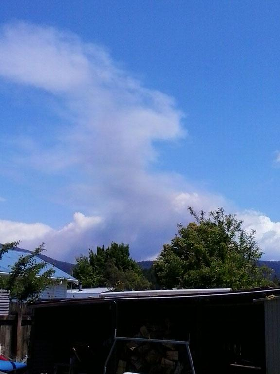 The ash cloud rises, now at about 4000 metres.