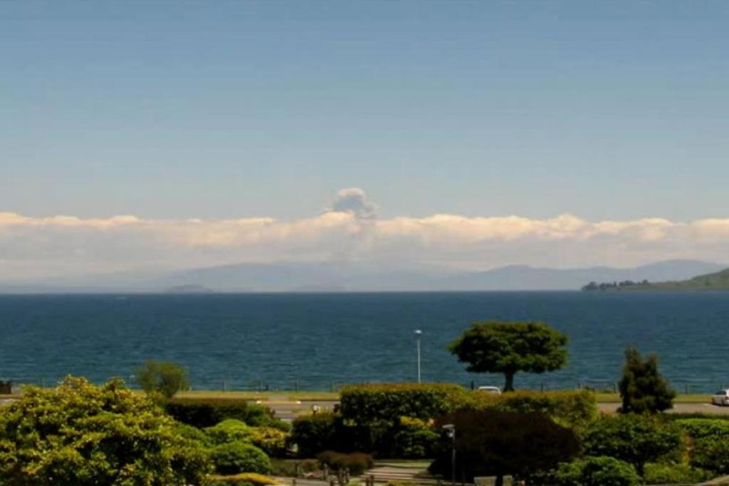 The ash cloud as seen from Taupo.