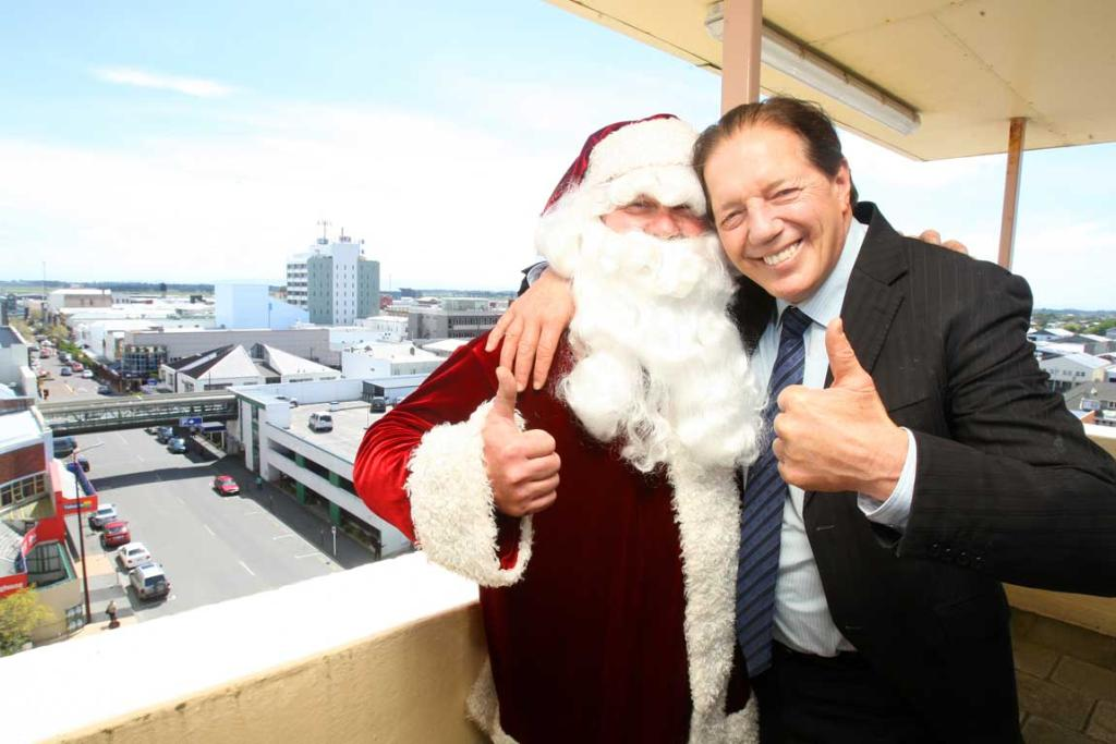Santa and Invercargill Mayor Tim Shadbolt
