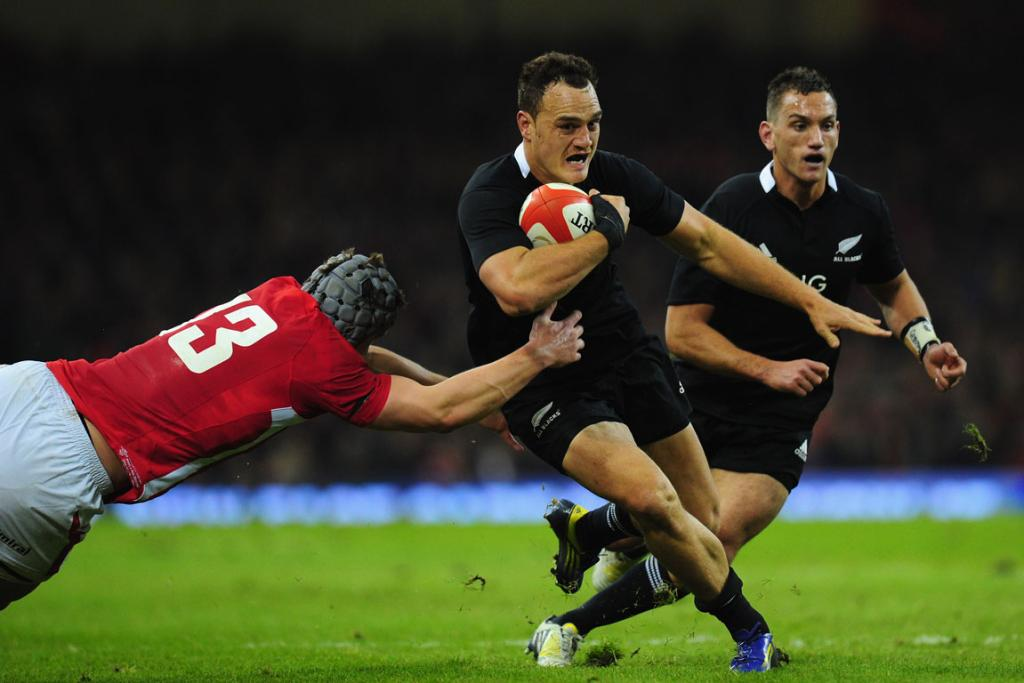 Israel Dagg attempts to make a break.