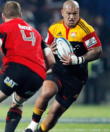 ALL BLACKS CALL UP: Chiefs hooker Hika Elliot on the charge against the Crusaders.