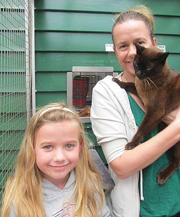 AN UNEXPECTED JOURNEY: Virginia Endres, her daughter Alexandria and missing cat Squids, who was found on Waiheke Island after going missing in Hamilton.