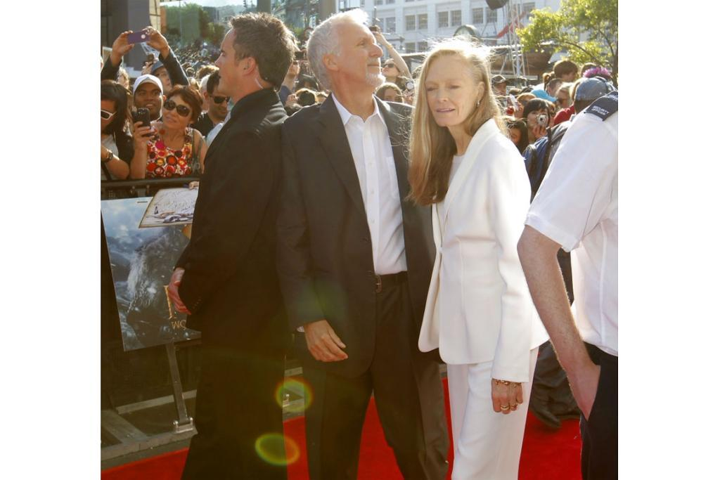James Cameron and wife Suzy Amis at Hobbit premiere