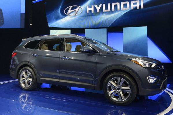 The 2013 Hyundai Santa Fe is seen at a news conference at the 2012 Los Angeles Auto Show in Los Angeles.