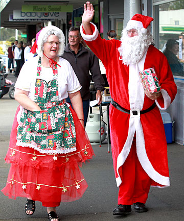Mrs Claus and Santa, aka Janet and Justin Jones
