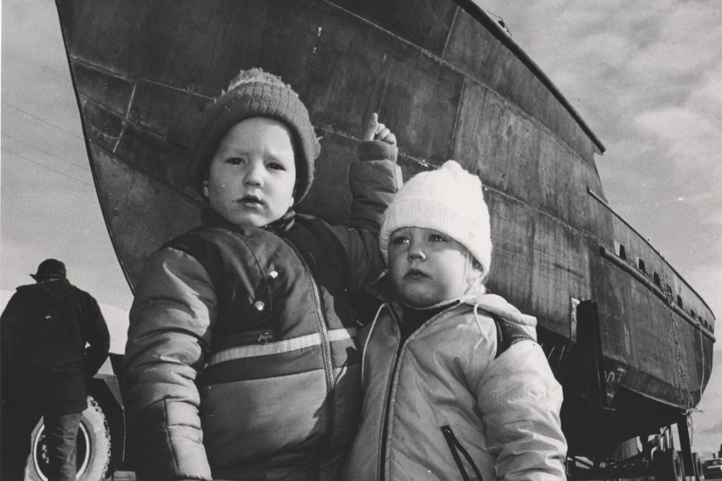 LOOK! This boat has caught the attention of these two children. Where are they ... and has the boat already featured in another mystery pic?   UPDATE [12/01/2012]: A commenter identified these children as Mathew and Nicole Appleby, who went with their family down to Beach Rd to watch the launch of this boat.