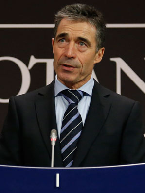 Anders Fogh Rasmussen warns Syria president to expect a swift international response if he uses chemical weapons.