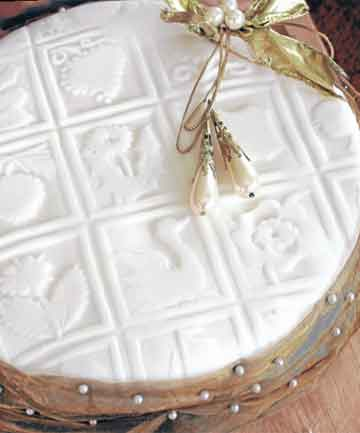 If you are wondering how I managed to imprint the icing on my Christmas cake with these fantastic images, read on. The festive season tradition of the rich fruit cake is one I still subscribe to and today's recipe is delicious and straightforward.