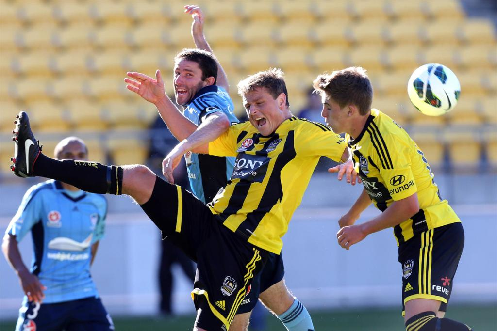 Terry McFlynn (left) of Sydney fights for possession with Ben Sigmund (centre) and Tyler Boyd of the Phoenix.