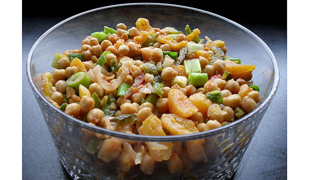 Chickpea and apricot salad