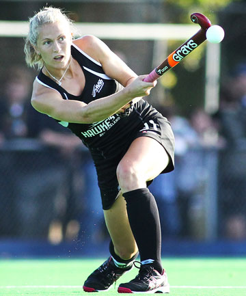 BIG HIT: Stacey Michelsen throws an overhead during the Fourth women's hockey test between the Black Sticks and India.