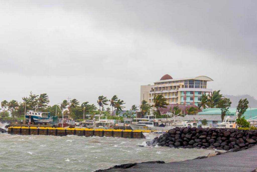 Cyclone Evan hits Apia.