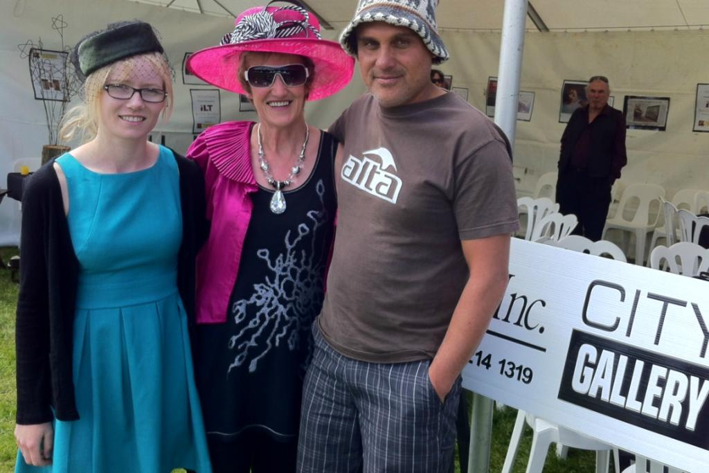 Race goers start to gather at Ascot Park Racecourse, Invercargill.