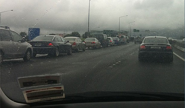 TRAFFIC JAM: Drivers eager to get to the Boxing Day sales at Sylvia Park queue up on an Auckland motorway.