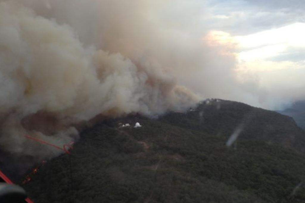 An aerial photo of the fire threatening the Siding Springs Observatory.