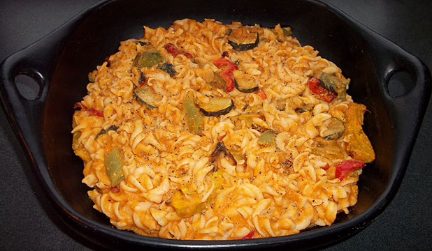MMMMEATLESS: Pasta with lentil sauce and veges.