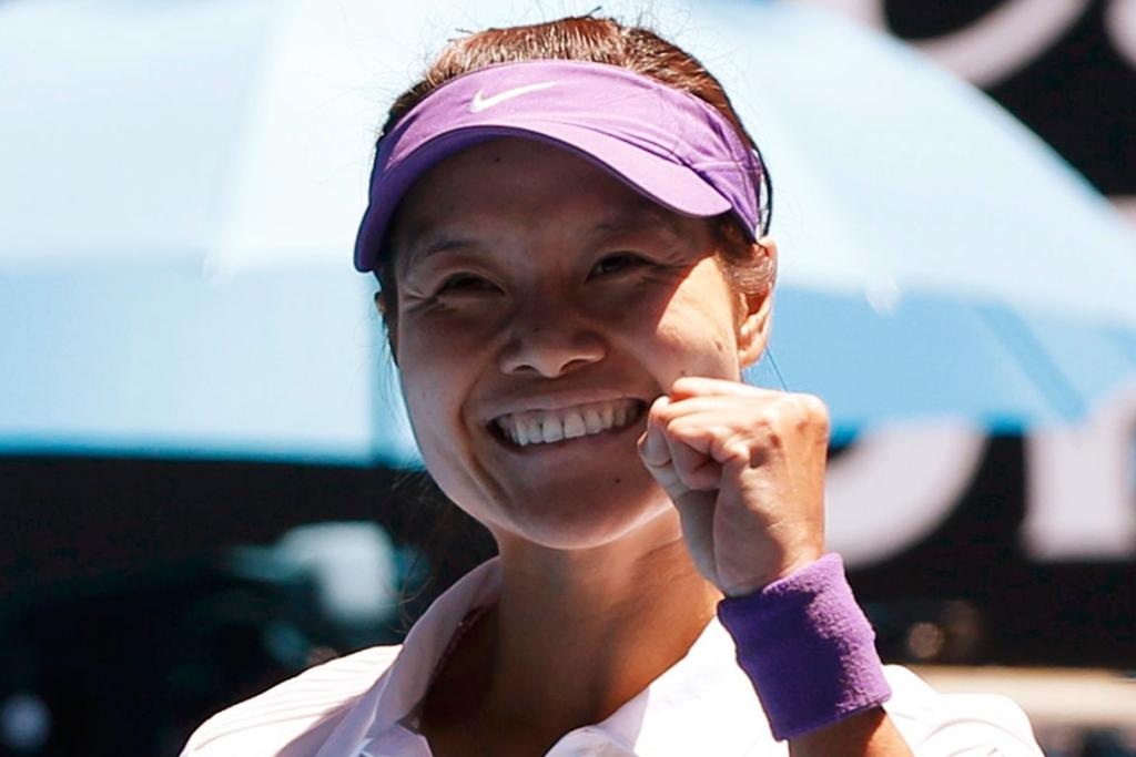 Li Na celebrates her win over fourth-seeded Agnieszka Radwanska.