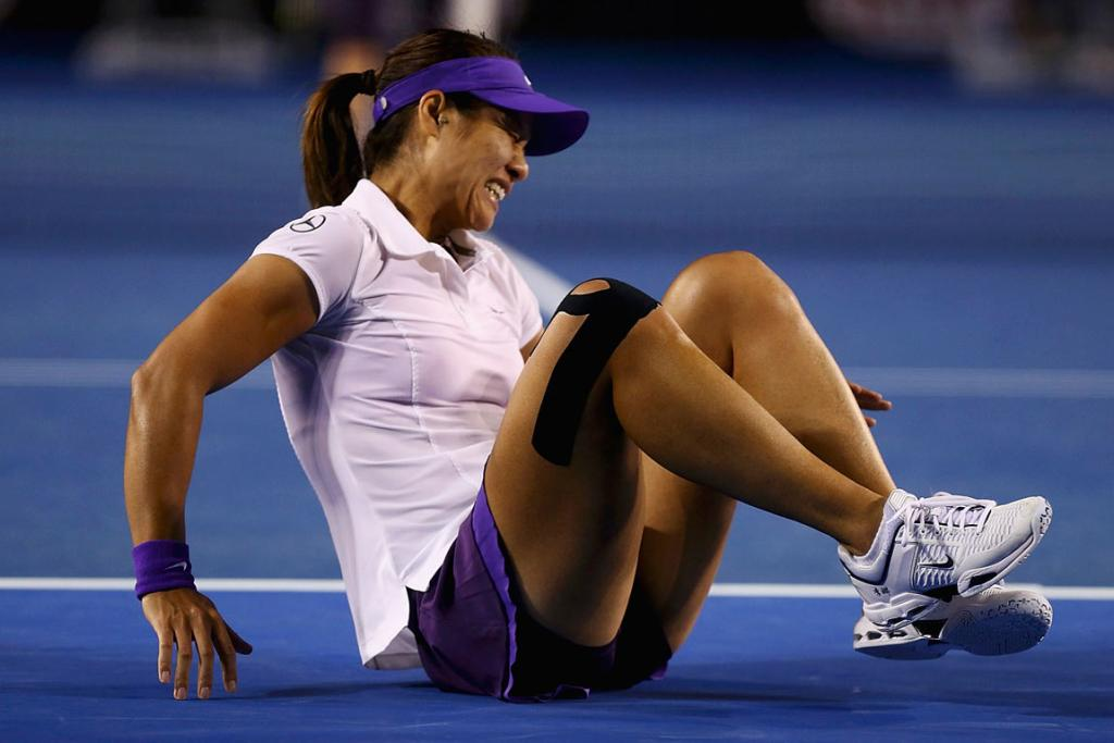 China's Li Na grimaces after injuring her left ankle during the Australian Open women's final.